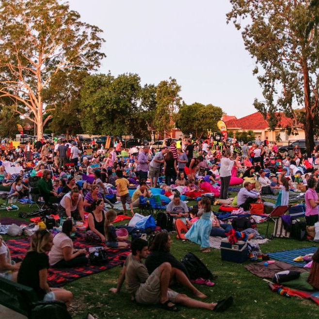 socal outdoor movie crowd
